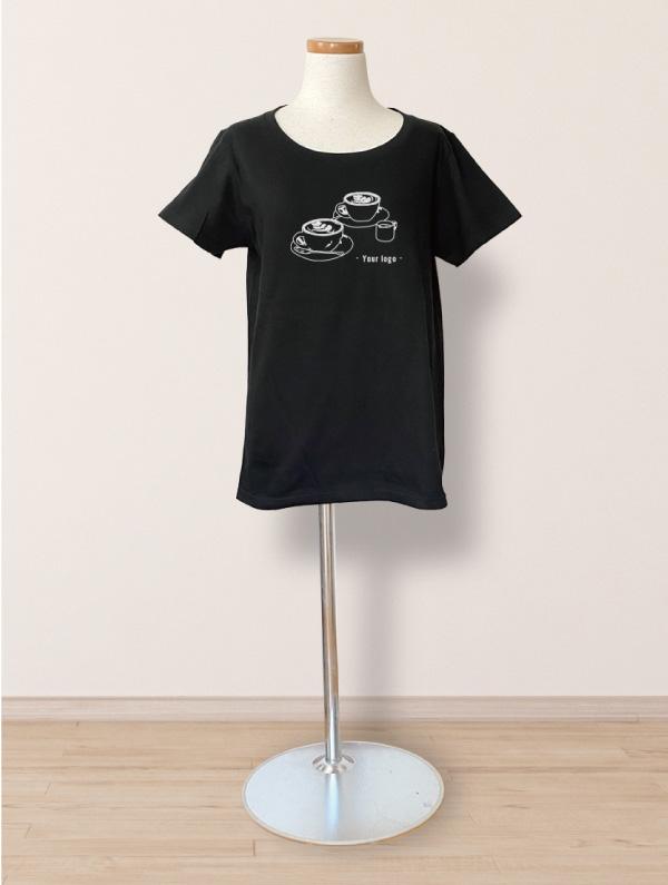 カフェラテカップ2個のTシャツモックアップ画像